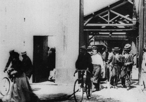 Hareketli Görüntünün Kaydedilmesi ve Sinema Tarihinin İlk Filmi: Lumière Fabrikalarından Çıkış (La Sortie de l'Usine Lumière à Lyon)