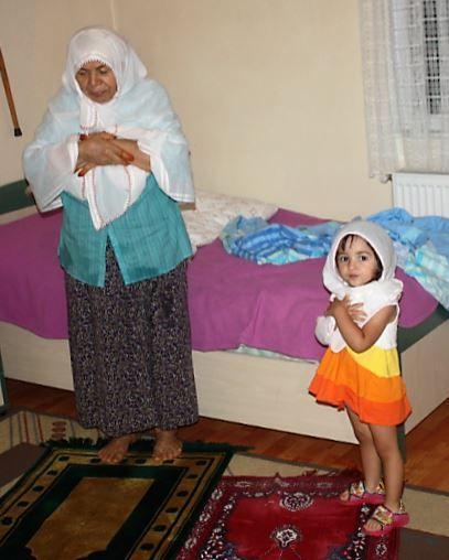 Müsebbiye Ürel - Dünyanın En Güzel Anneannesi Işıklar İçinde Yat!